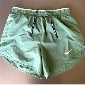 Small Nike Tempo Lux 5 inch shorts - Green